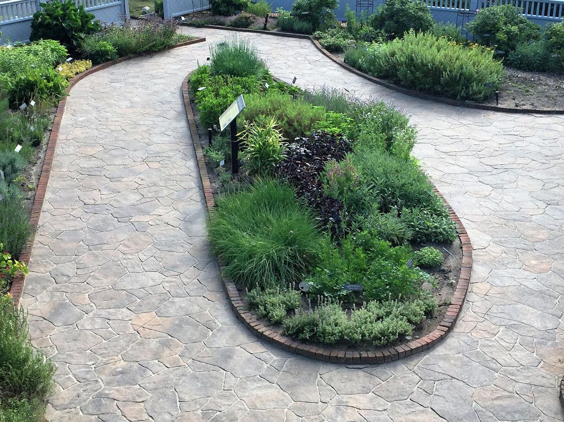 Arboretum: Kitchen Herb Garden