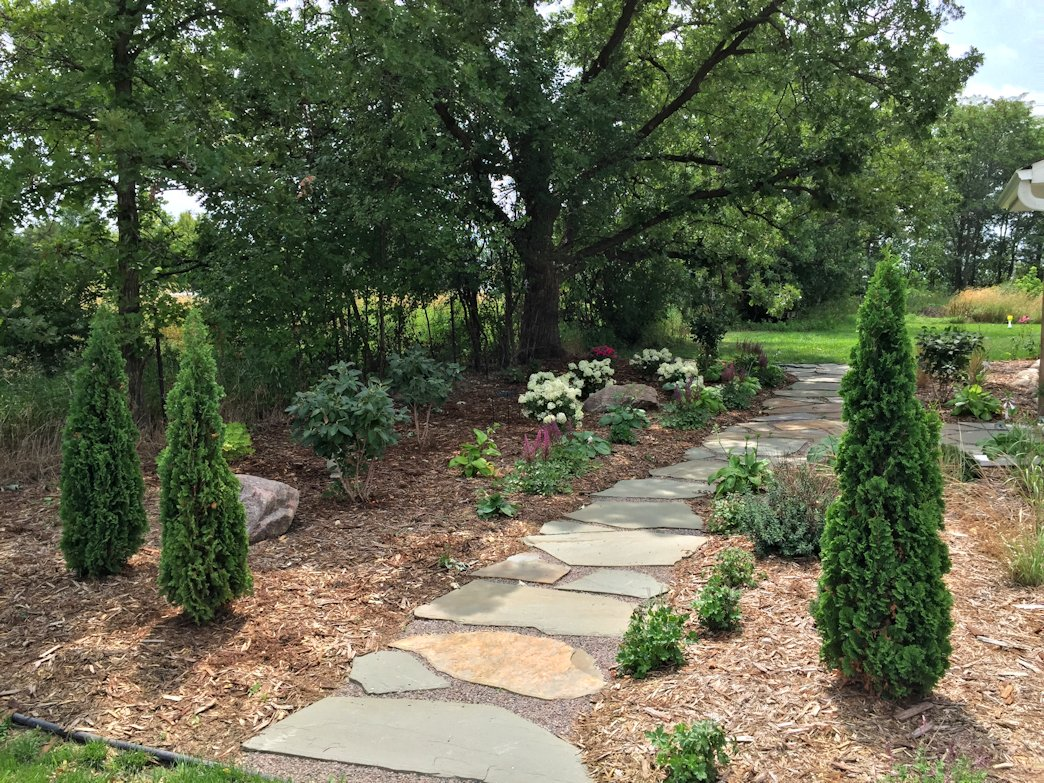 This lovely stepping path uses natural flagstone and gravel.